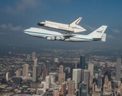 Shuttle Endeavour atop carrier aircraft enroute to California Science Center