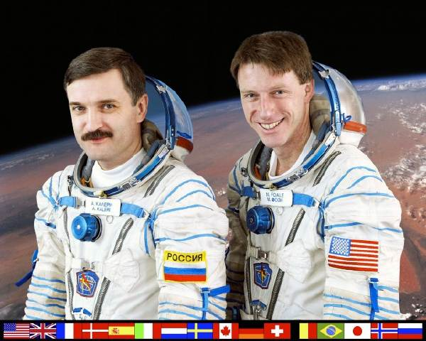 ISS Expedition Eight crew